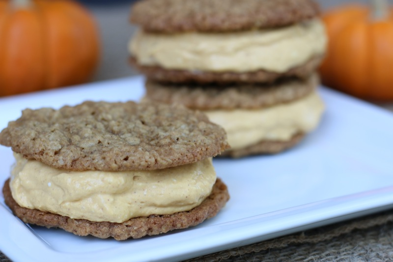 Oatmeal Pumpkin Cookie Sandwich